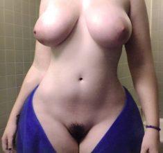 Ancha Caderas desnuda