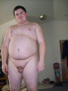 Chico gordo con pene pequeño