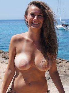 Chica amateur en topless