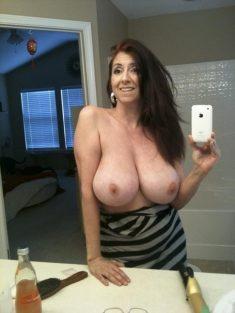 Selfie de madura con grandes tetas